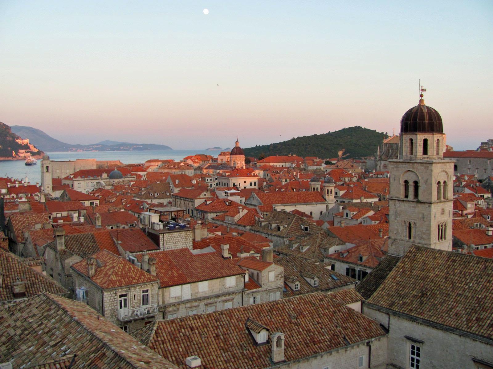 IMG_0234F moonrise over Dubrovnik.jpg