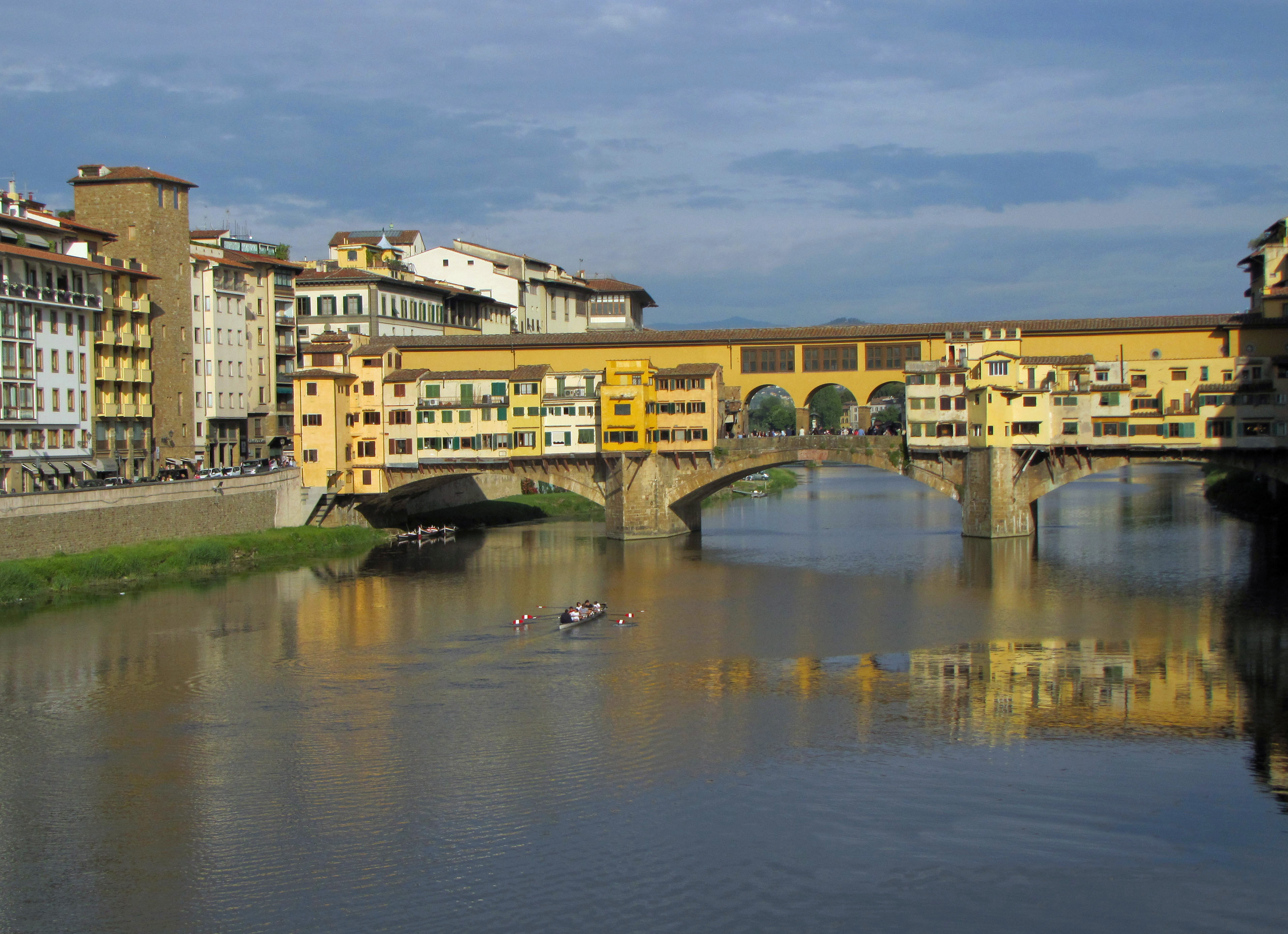 Ponte Vecchio and a rowing crew on the Arno River