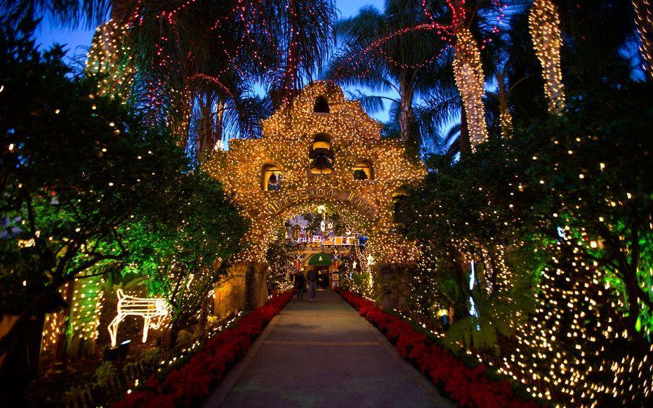 201312-w-best-hotels-for-christmas-the-mission-inn.jpg