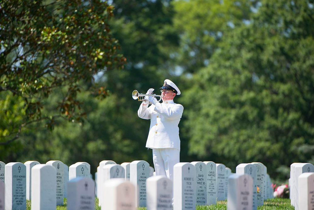 1280px-Funeral_for_U.S._Navy_Petty_Officer_1st_Class_Xavier_A._Martin_at_Arlington_National_Cemetery_(35633809624).jpg
