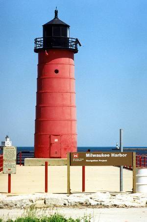 MilwaukeePierhead_Lhouse_large.jpg