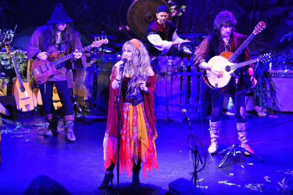 Blackmore's_Night_in_2012.jpg