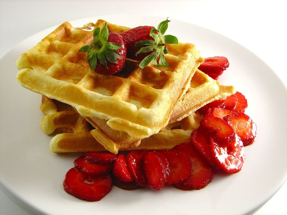 1280px-Waffles_with_Strawberries.jpg