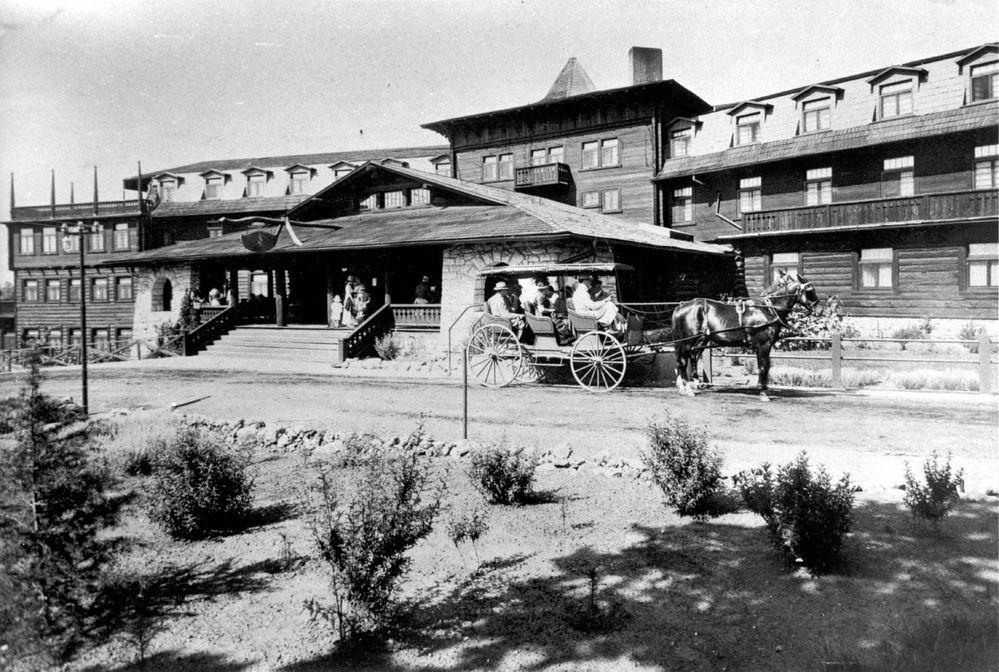 El_Tovar_Hotel_in_early_1900s.jpg
