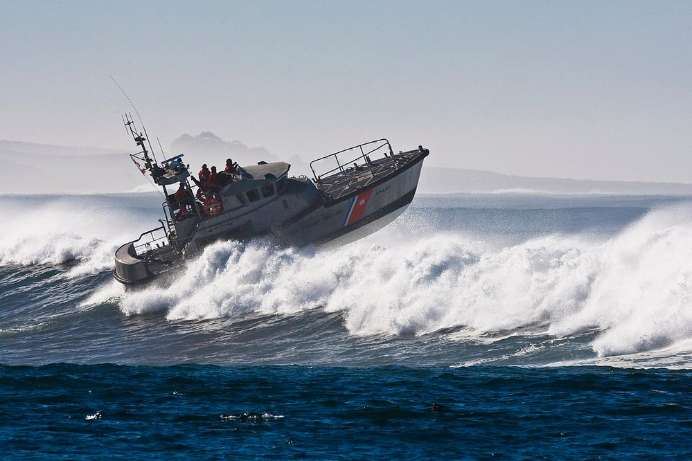 1280px-Coast_Guard_Boat_in_Morro_Bay.jpg