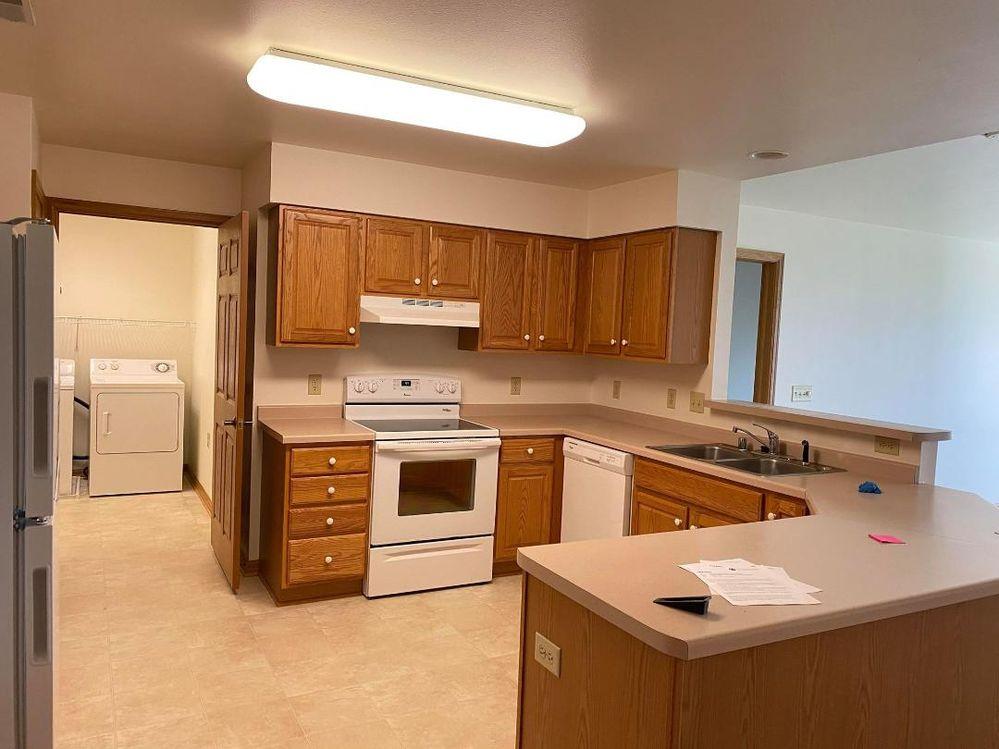412SR Kitchen.jpg