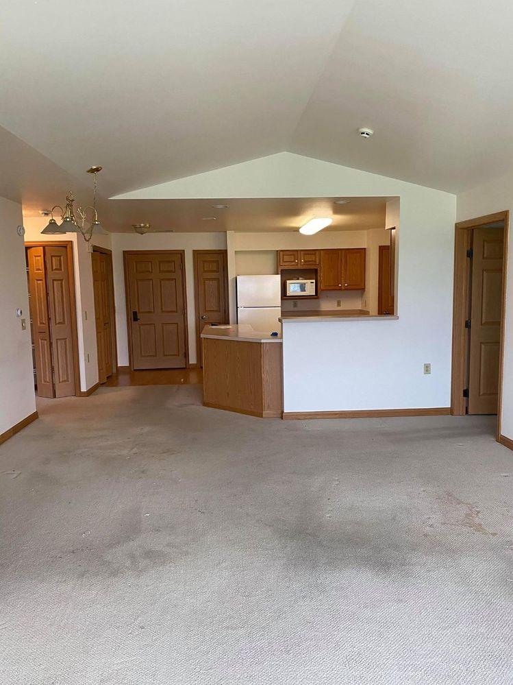 412SR Living Room (1).jpg