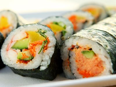 sushi roll with roe.jpg