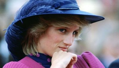 620-princess-diana-blue-feather-hat.imgcache.rev1c44a41ce3417961e871896c659fefda.web.652.375.jpg