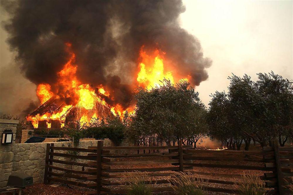 ss-171009-california-wildfires-17_1ab66acd4c3342008282377d5dc54d16.nbcnews-ux-1024-900.jpg