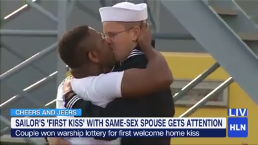 Sailors kissing 1.png