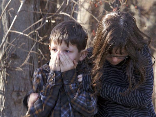 children from newtown mourning.jpg