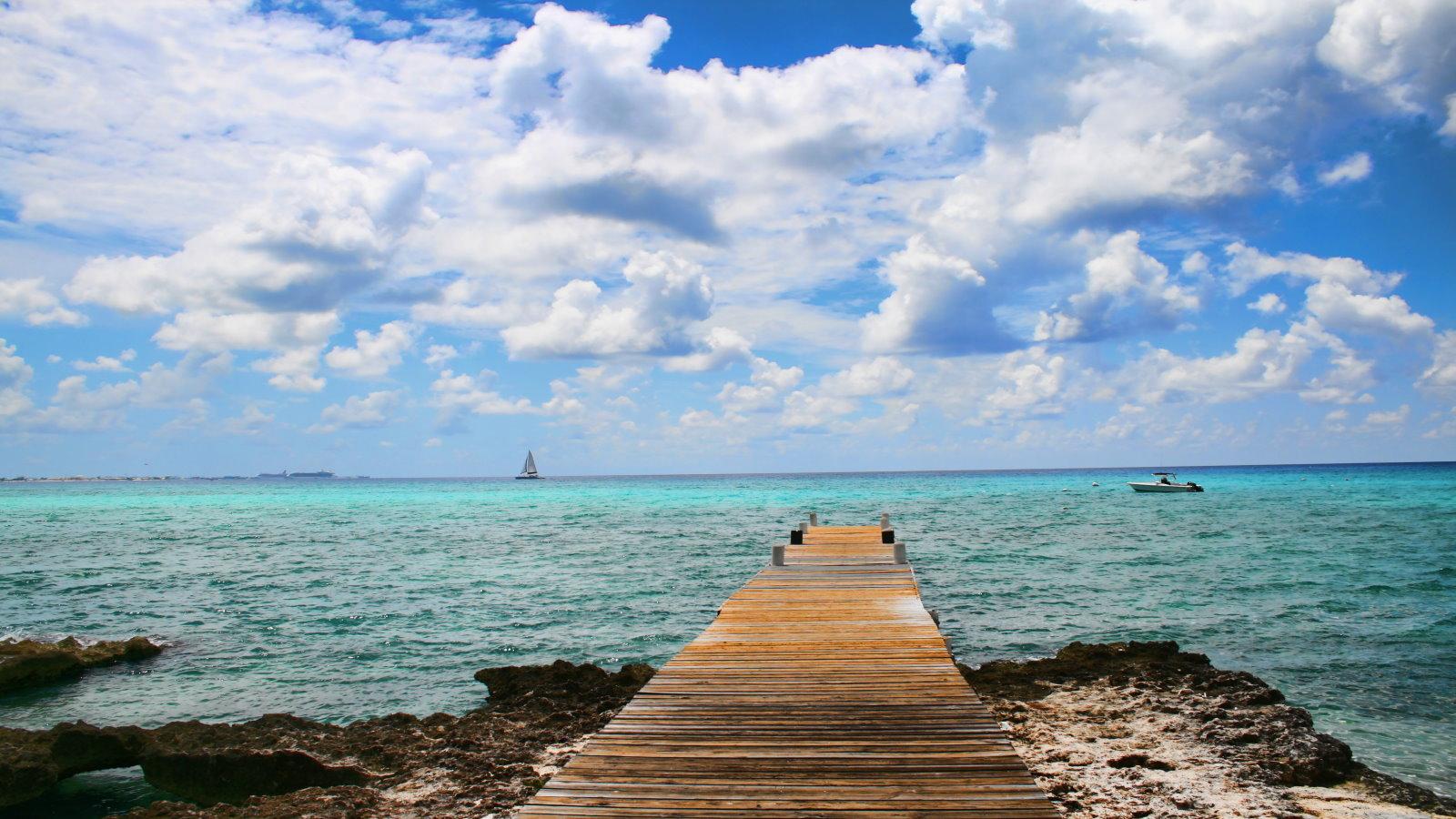 Walking pier Grand Cayman Islands